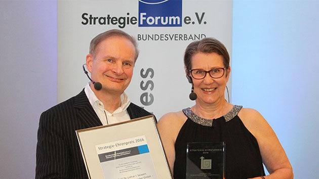 Lothar Seiwert Erhalt Strategie Ehrenpreis Des Bundesverband Strategieforum Lothar Seiwert Keynote Speaker Und Bestsellerautor
